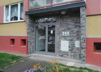 Vchodové dveře do bytových domů